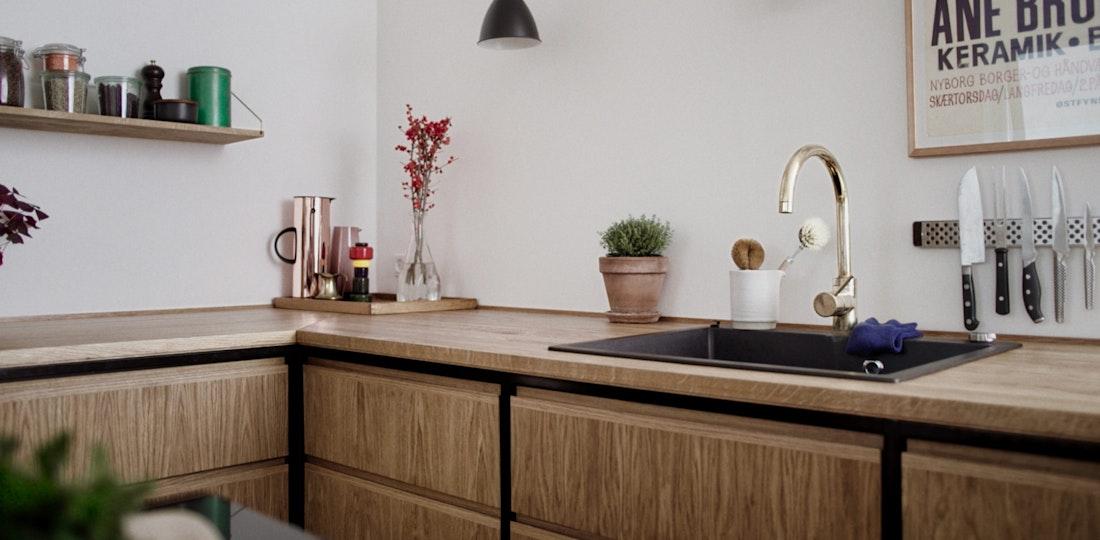 KORP Iron - snedker køkken - egetræsfiner med jernstel
